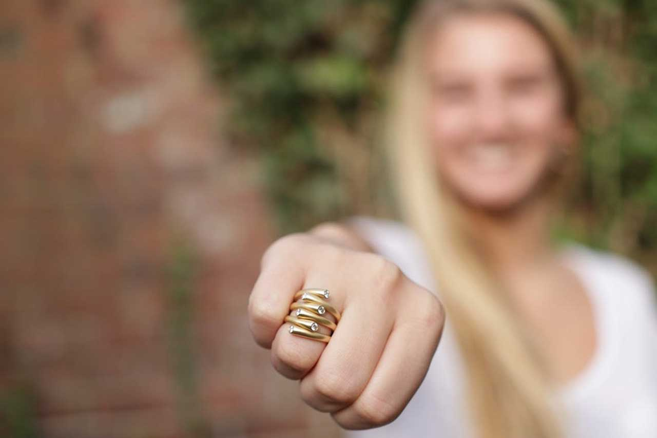 23 مدل انگشتر طلای زیبا برای هدیه دادن به خانمها با قیمت روز و خرید اینترنتی