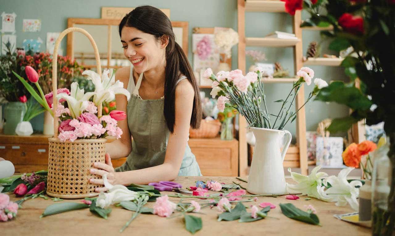 راهنمای خرید انواع سبد گل خواستگاری، هدیه، زیبا و ارزان+ قیمت روز