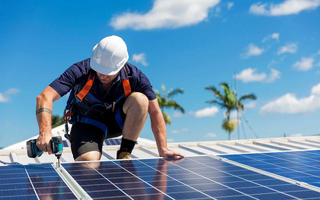 راهنمای خرید و معرفی انواع پنل خورشیدی ارزان و باکیفیت+ قیمت روز